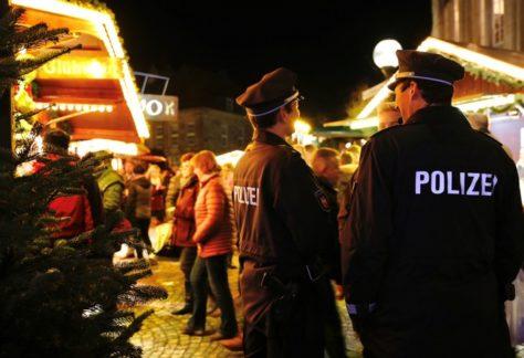 Polizeibeamte sind auf Weihnachtsmärkten in der Region präsent