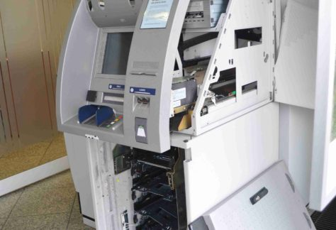 Geldautomat in Nordhorn gesprengt - Polizei sucht nach Verdächtigen
