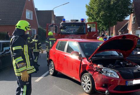Feuerwehr Papenburg befreit verletzte Frau aus Auto
