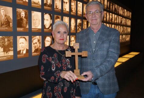 Gedenkstätte Esterwegen erhält Kreuz eines ehemaligen Gefangenen