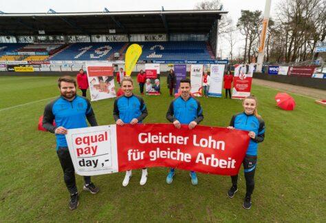 """Fußballerinnen des SV Meppen und Aktionsbündnis kooperieren als """"#gamechanger"""" beim Equal Pay Day"""