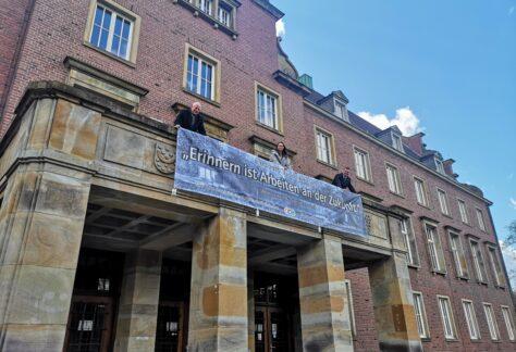 Banner in Nordhorn anlässlich des Gedenktages am 8.Mai