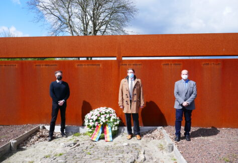 Kranzniederlegung anlässlich des 'Tags der Befreiung' an Gedenkstätte Esterwegen
