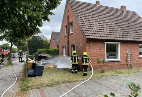 Feuerwehr löscht Zimmerbrand in Papenburg