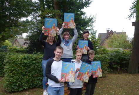 Evangelische Gemeinden in Lingen verkaufen Adventskalender für den guten Zweck